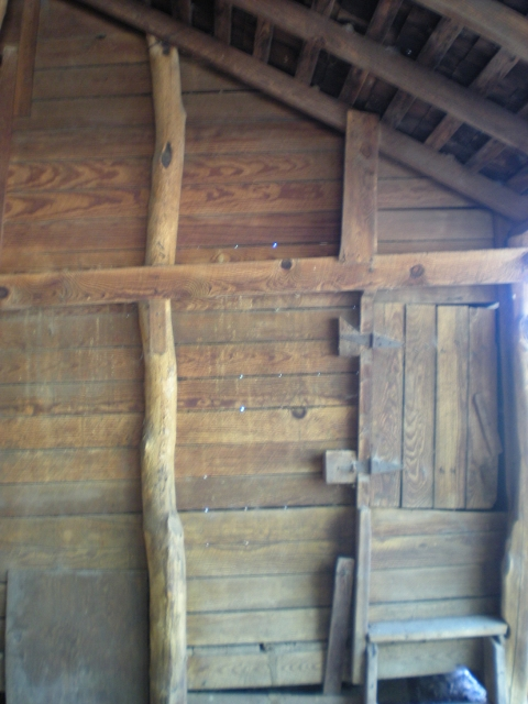 D'ya ever wonder what it looks like inside an 1880's barn? Well come along with me for a tour of the inside! #TaylorMadeHomestead