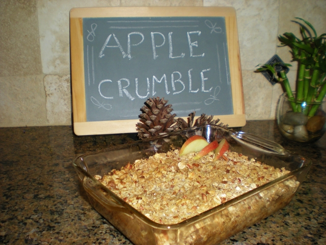 If you have canned apples in simple syrup, here's a delicious apple crumble dessert recipe that comes together quickly. #TxHomesteader