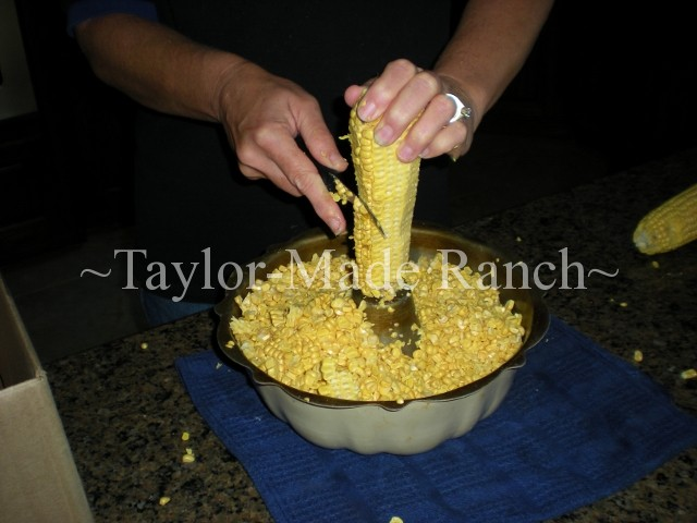 Preserving that corn by pressure canning means we'll be enjoying the sweet taste of summer even during the cold months of winter! #TaylorMadeRanch Cut kernels from cob