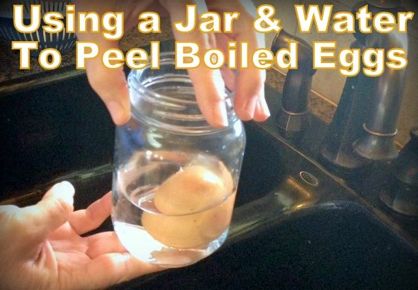 We like the convenience of having pre-peeled boiled eggs in the fridge. There's an easy way to peel eggs using just water and a jar! #TxHomesteader