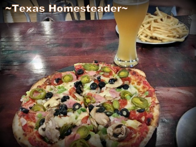 Pizza and beer at Mountain Fork Brewery - Broken Bow. We traveled to Broken Bow, Oklahoma for a weekend sibling trip. A delightful cabin was rented and we enjoyed some breweries, restaurants & Bevers Bend state park. #TexasHomesteader