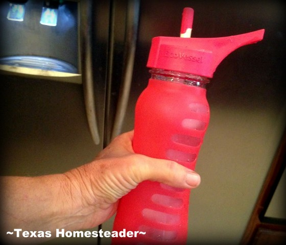 Easy grip. I hate plastic, and I hate disposable water bottles or cups. I'm reviewing a 60% Recycled GLASS reusable water bottle - see what I found. #TexasHomesteader
