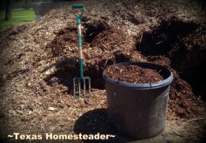 Large tubs for raised-bed gardens 5 Frugal Things I did this week to save money on my raised beds. This week I'm talking all about saving money on gardening. Come see! #TexasHomesteader
