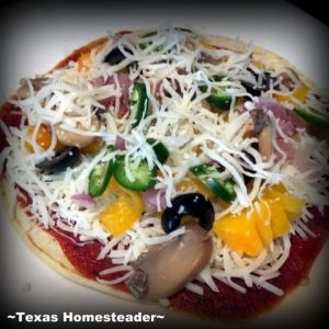 Veggie tortilla pizza. Little time for a homemade pizza & no money to order out? Check out this delicious option - A quick tortilla pizza. #TexasHomesteader