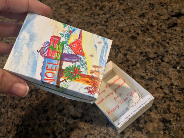 After the holidays what do you do with those beautiful Christmas cards? Save them! You can repurpose greeting cards to cute gift boxes! #TexasHomesteader