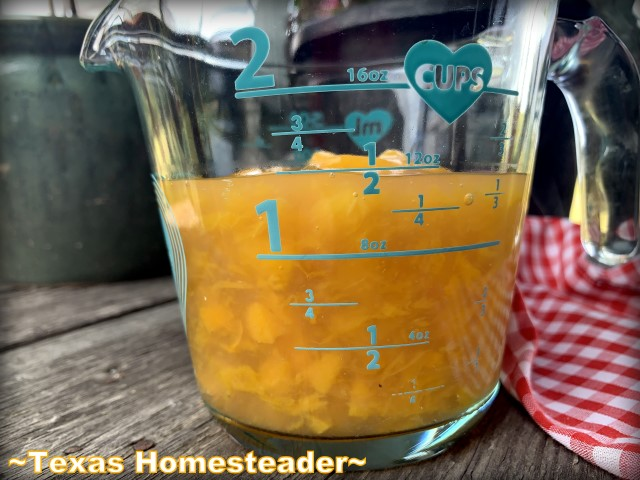 Did you know you could make peach pie filling easily from a simple can of peaches? Yep - it's easy & CHEAP. #TexasHomesteader